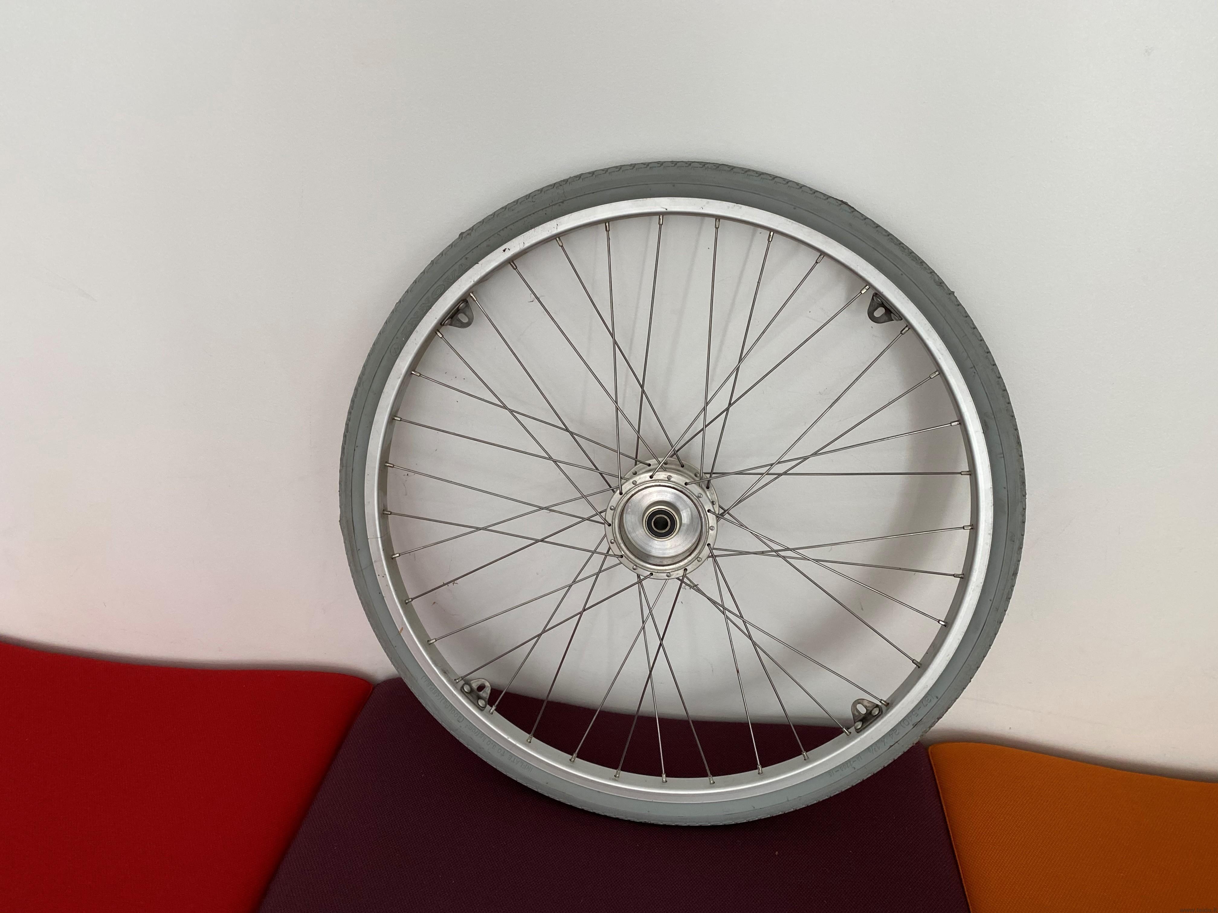 """24"""" ratas universaliam vežimėliui su plačia stebule"""